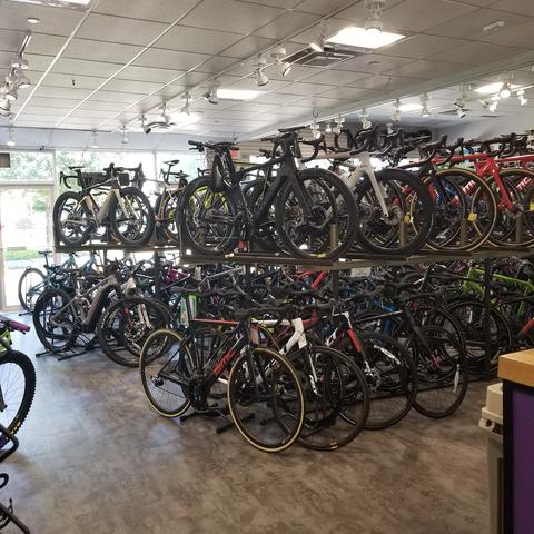 Bicycle, Bicycle wheel, Vehicle, Road bicycle, Bicycle tire, Hybrid bicycle, Racing bicycle, Cycling, Wheel, Recreation,