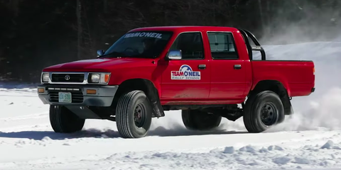 Land vehicle, Vehicle, Car, Pickup truck, Snow, Automotive tire, Toyota, Truck, Automotive exterior, Off-roading,