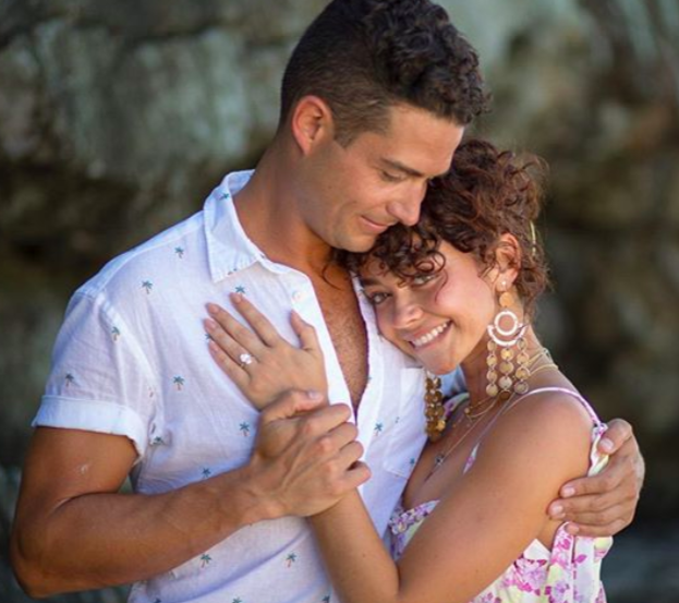 All the Details on Sarah Hyland's Crazy-Expensive Engagement Ring from Wells Adams