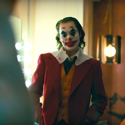 Clown, Performing arts, Joker, Mime artist, Supervillain, Fun, Smile, Fictional character, Costume, Performance,