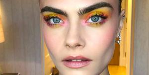 Cara wore a sunset eyeshadow look created by Lisa Eldridge