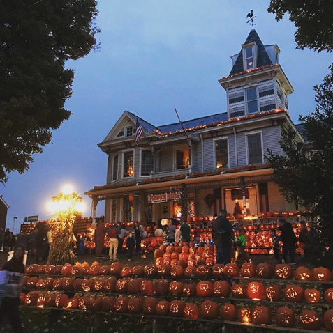 halloween house pumpkin