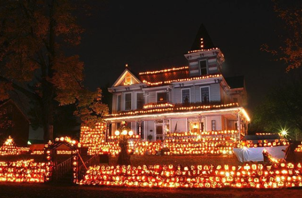The Pumpkin House in West Virginia Is Decorated With 3,000 Pumpkins Every Halloween
