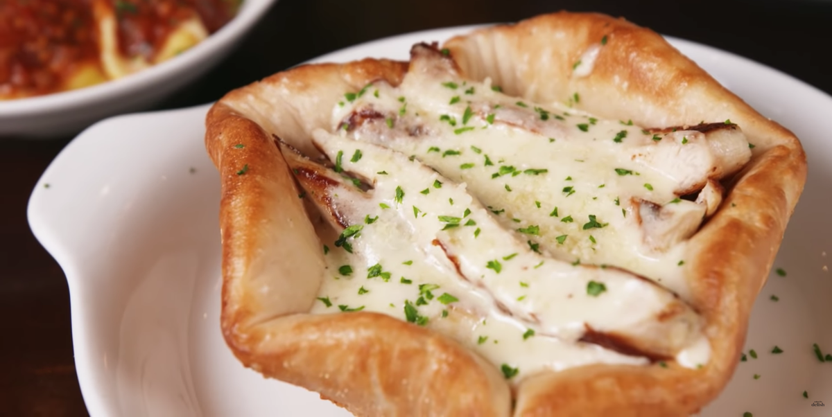 Olive Garden S Chicken Alfredo Pizza Bowl Is A New