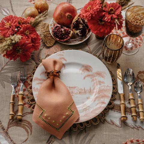 Gregory-blake-sams-coral-table-setting