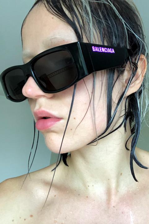 Eyewear, Hair, Sunglasses, Face, Cool, Glasses, Hairstyle, Chin, Head, Lip,