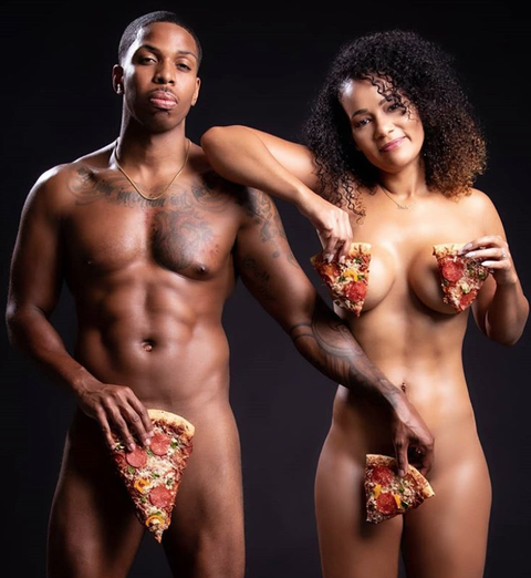 This Couple Posed Naked With Pizza For Their Engagement Photos-4616