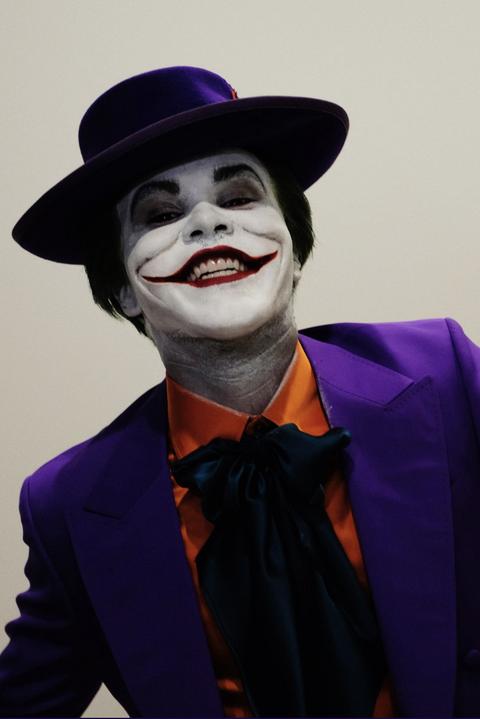 clown, joker, mime artist, performing arts, supervillain, fictional character, costume, smile, bowler hat, hat,