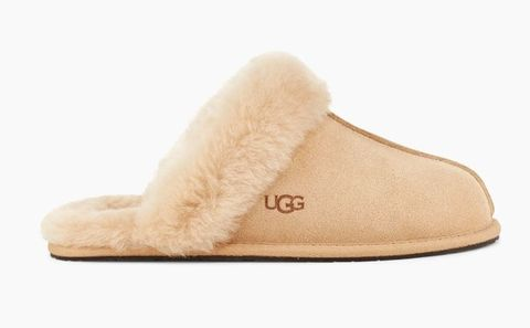 Footwear, Shoe, Beige, Fur, Tan, Boot, Slipper, Fur clothing,