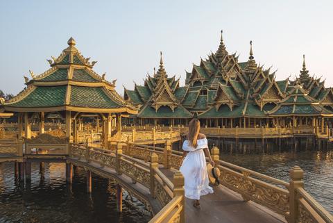Архитектура, Храм, Ориентир, Храм, Место поклонения, Туризм, Пагода, Ват, Небо, Китайская архитектура,