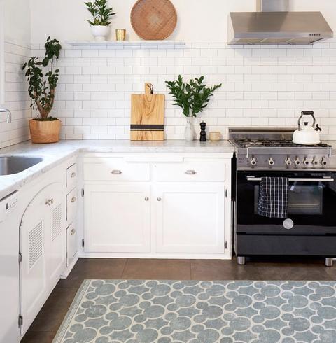 Tile, Furniture, Room, White, Kitchen, Countertop, Cabinetry, Floor, Property, Interior design,