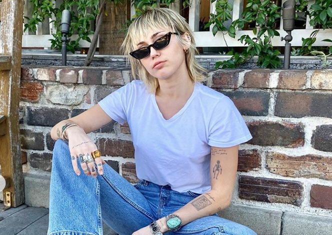 Miley Cyrus Just Kicked Off 2020 By Cutting Off All Her Hair New Miley Cyrus Short Shag Haircut