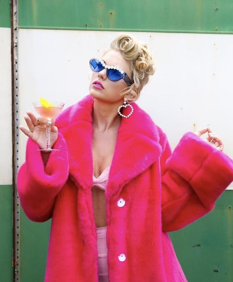 Pink, Eyewear, Clothing, Red, Outerwear, Magenta, Yellow, Street fashion, Blond, Turquoise,