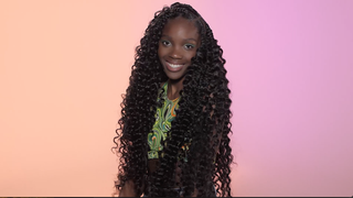 Hair, Ringlet, Jheri curl, Hairstyle, Beauty, Human, Long hair, Forehead, Wig, Artificial hair integrations,