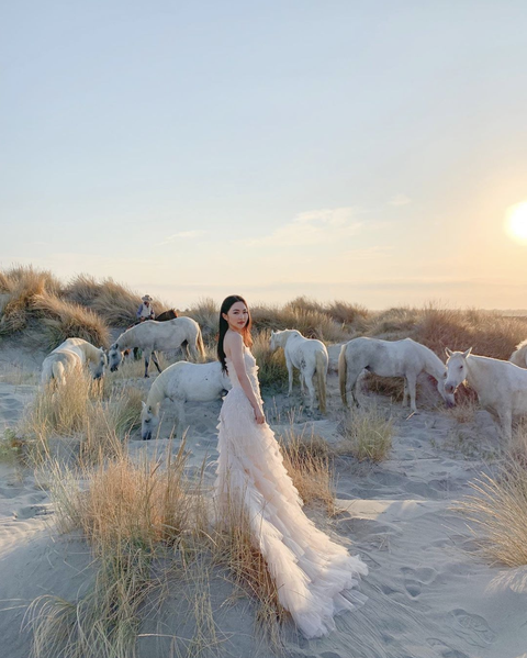 Bride, Photograph, Dress, Gown, Wedding dress, Sky, Bridal clothing, Beauty, Photography, Fun,