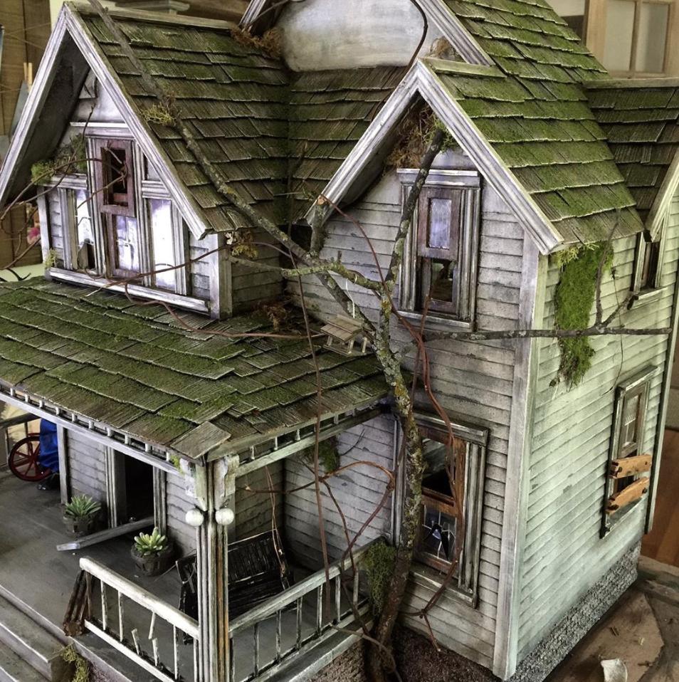 Artist Juli Steel S Abandoned Dollhouses Are Miniature Haunted Houses