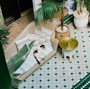 Tile, Green, Table, Room, Floor, Tablecloth, Grass, Interior design, Houseplant, Flooring,