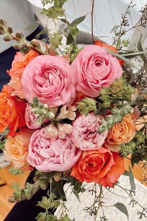 Flower, Flower Arranging, Floristry, Bouquet, Garden roses, Cut flowers, Floral design, Pink, Rose, Plant,