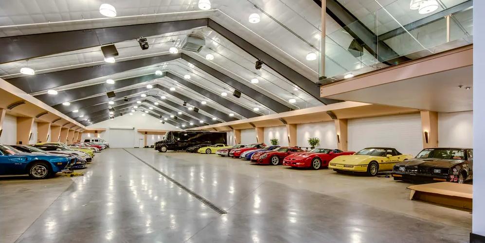 20 Million Mansion With 100 Car Garage, 20 Car Garage