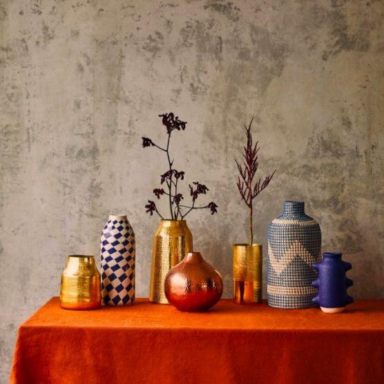 Serveware, Porcelain, Wall, Still life photography, Interior design, Tablecloth, Artifact, Dishware, Vase, Ceramic,