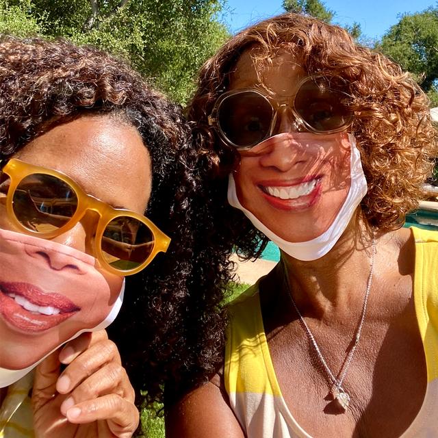 oprah and gayle wearing masks