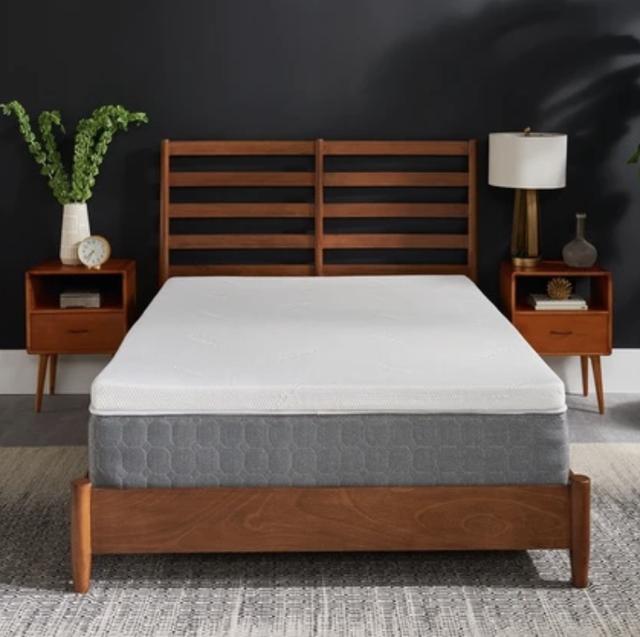 mattress pad on mattress