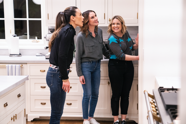 clea shearer, joanna teplin and jordana brewster in an episode of 'get organized with the home edit'