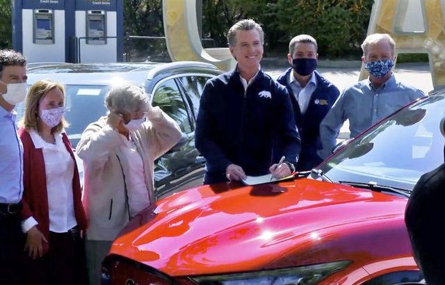 カリフォルニア州知事、2035年までにガソリン車を禁止する命令に署名