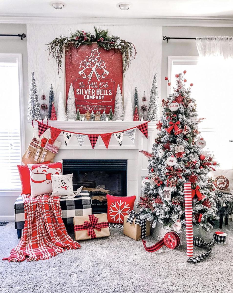 10 Christmas Mantel Decor Ideas to Upgrade Your Fireplace 10