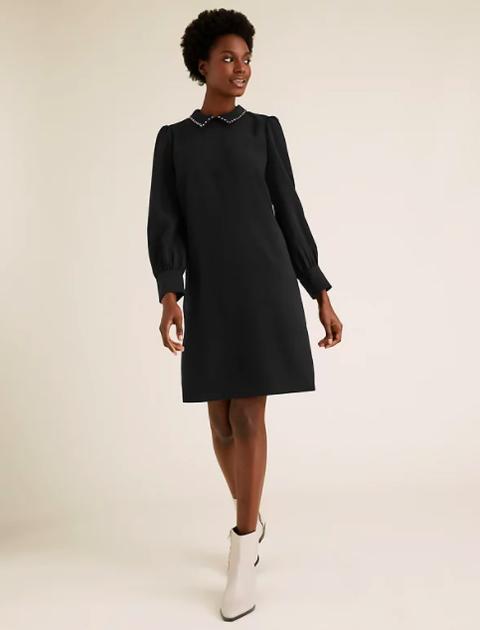 Sleeve, Shoulder, Dress, Standing, Joint, Human leg, White, Collar, Jewellery, Formal wear,