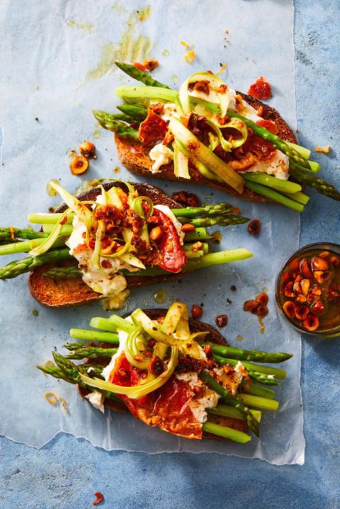 burrata asparagus prosciutto tartine recipe