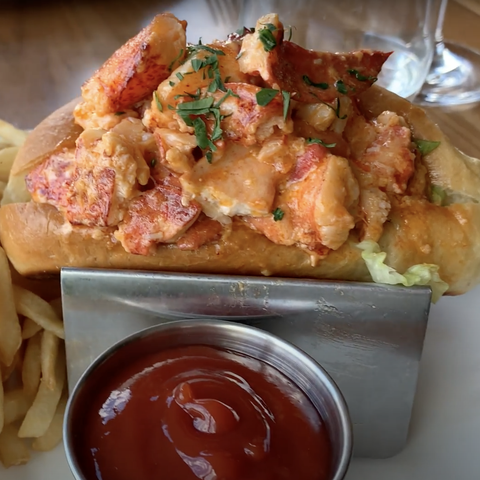 gurney's newport spicy lobster roll
