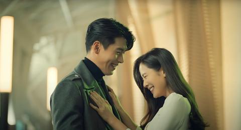 玄彬、孫藝珍認愛後首次放閃!合體拍攝情人節廣告,重現《愛的迫降》甜蜜畫面