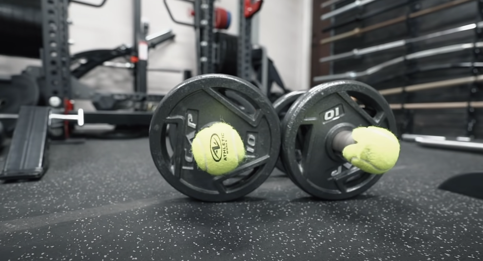 <p>10 Simple Home Gym Hacks From an Expert thumbnail