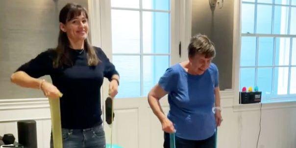 Watch Jennifer Garner and Her Mom Pat Crush a Workout Together