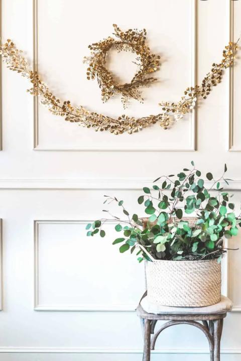 gold wreath garland