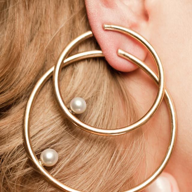 gioielli perle, bracciale di perle, collana di perle, orecchini oro e perle, gioielli oro e perle, oro e perle, anello perla e oro giallo, orecchini perla e oro giallo, anello oro perla, anello con perla stroili oro, anello argento con perla, orecchini perla pandora, orecchini perla e brillantino, moda gioielli 2020, gioielli 2020, orecchini 2020, tendenze gioielli 2020