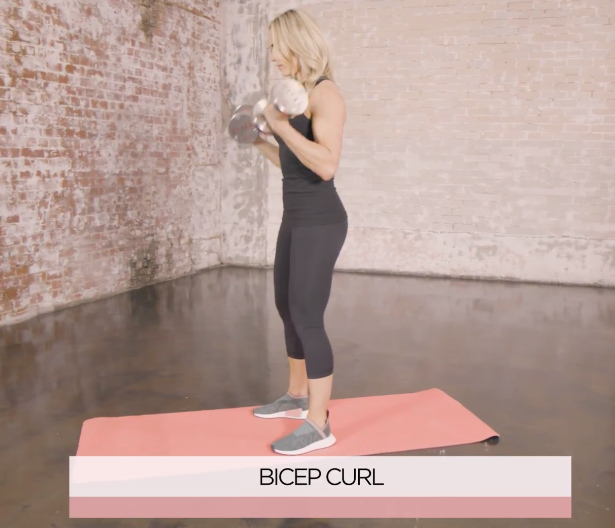 This 5-Exercise Dumbbell Arm Workout is Simple But Sculpts