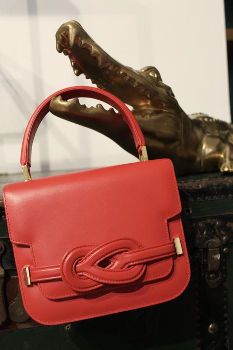 borse 2021, moda borse 2021, borse moda 2021, borse rosse, borse rosse firmate, moda borse rosse, borsa rossa come abbinarla