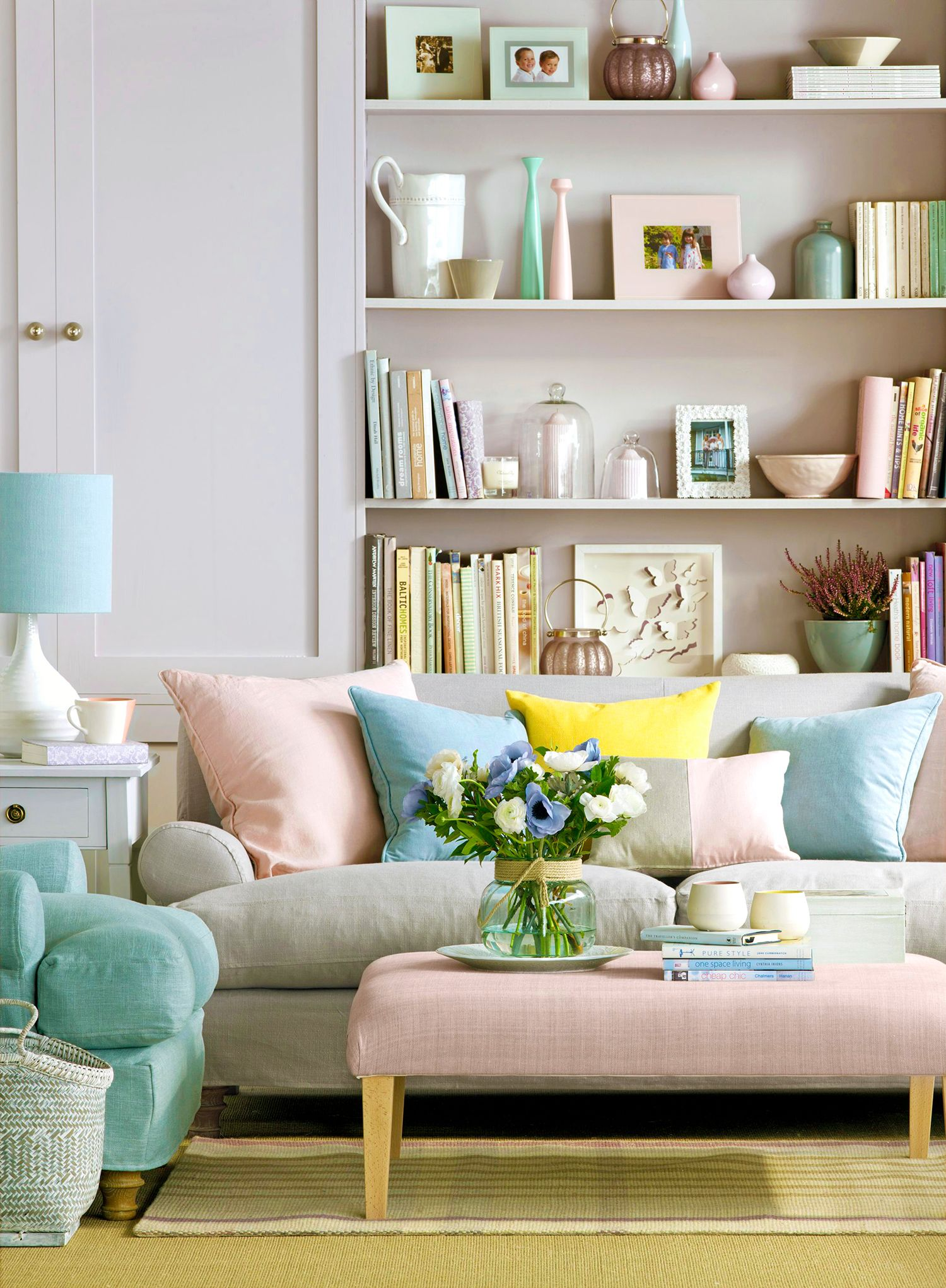 Picture of: 20 Coffee Table Decorating Ideas How To Style Your Coffee Table