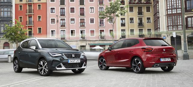coches seat arona e ibiza en gris y rojo