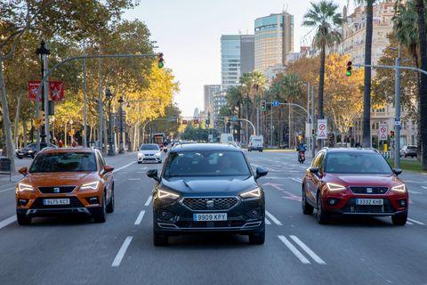 seat ateca, arona y tarraco en las calles de barcelona españa