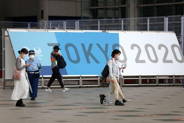 gente caminando por la ciudad de tokio