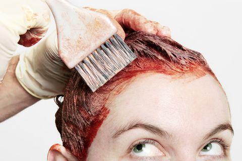 髮量變得稀疏?6大原因揭露落髮掉髮問題,正確頭皮護理8招「洗頭前梳頭+精油按摩」