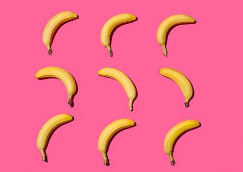 Bananen op een roze achtergrond