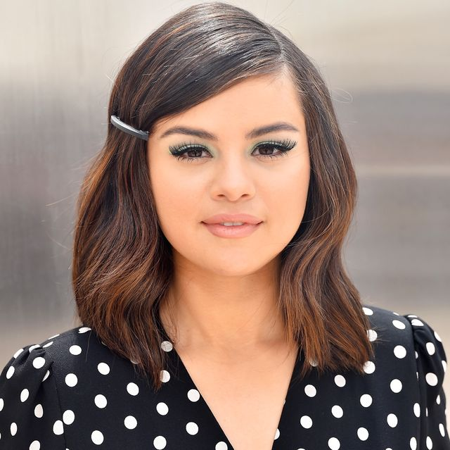 See Selena Gomez S New Super Curly Hairstyle Selena S Big 2020 Hair Transformation