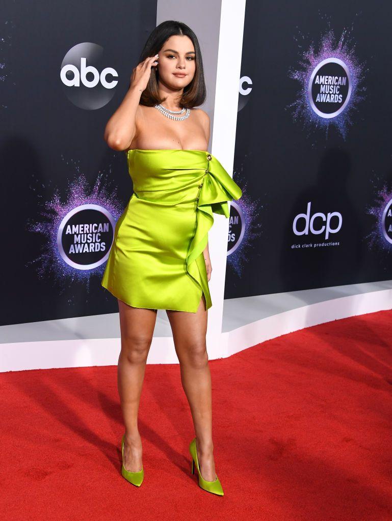 Selena Gomez AMAs - Selena Gomez Performance And NewTattoo