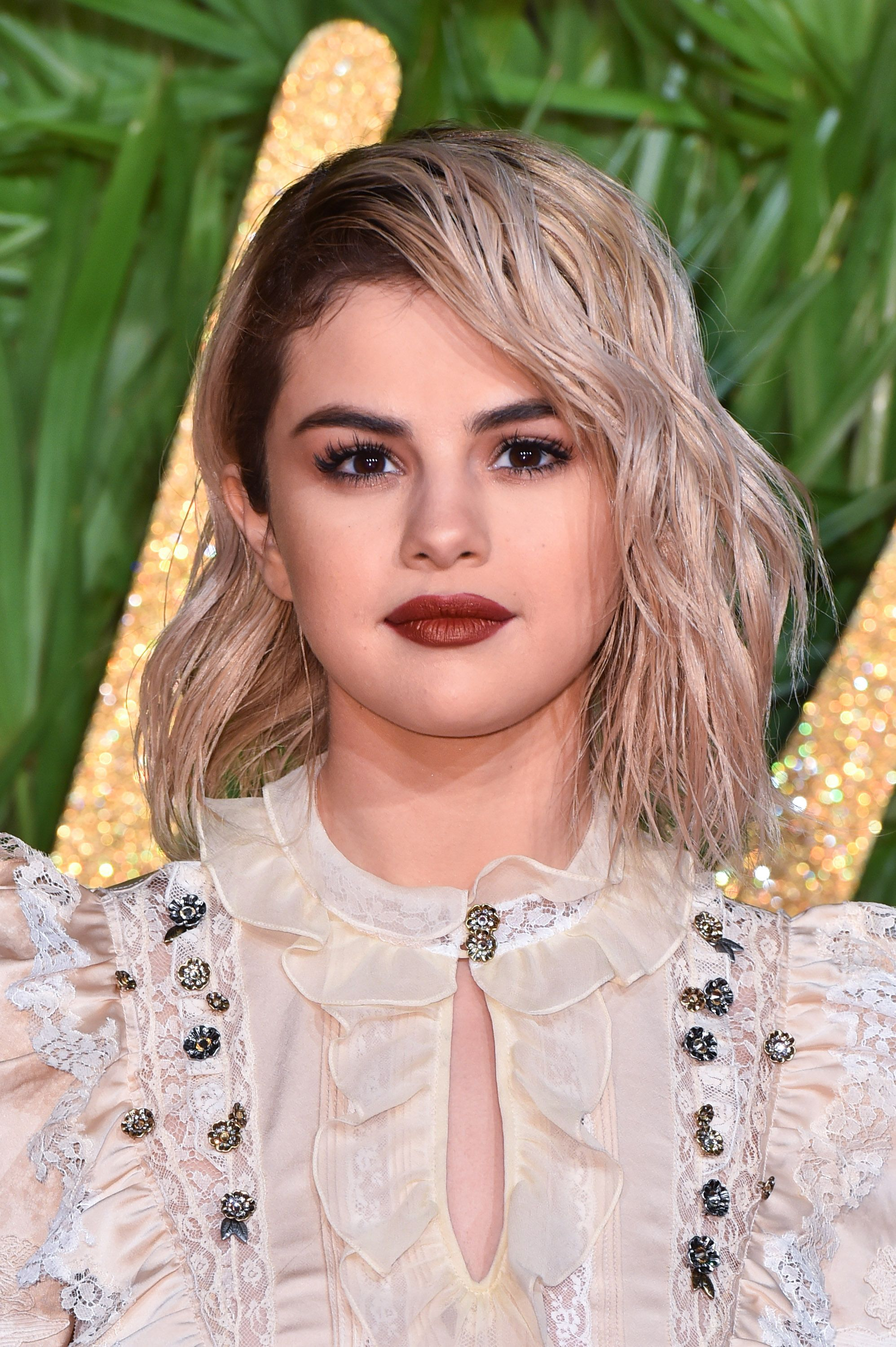 30+ Best Selena Gomez Hairstyles, From Short Hair and Shaved