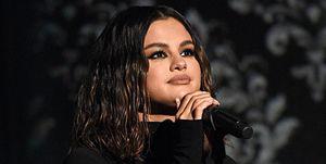 Selena Gomez S Curly Hair Bangs Is The Look Of 2020