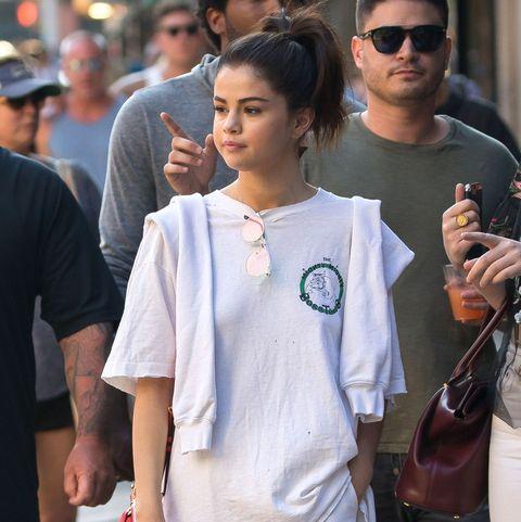 Gomez without bra selena Selena Gomez